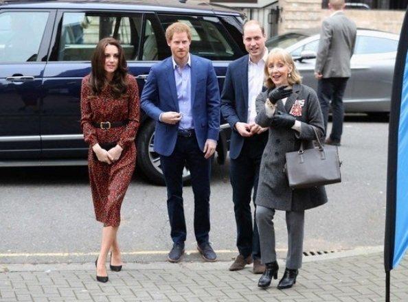 Kate Middleton wears VANESSA SEWARD Cai Floral Print Silk Jacquard Dress, Mulberry Bayswater clutch, Stuart Weitzman shoes