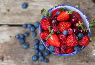 فوائد التوت والفراولة