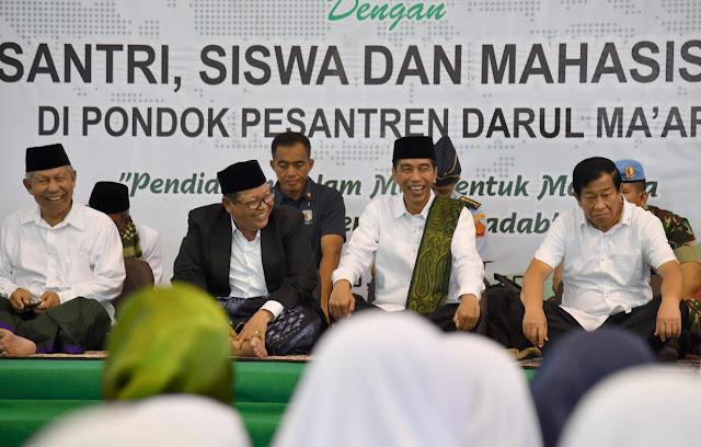 Silaturahmi ke Pesantren, Jokowi Puji Pondok Pesantren Darul Ma'arif