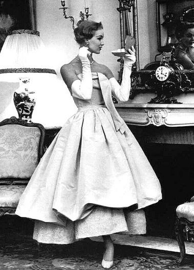 Fashion 1940s Two Female Models Flirty 40s Style Evening: That's Why Women Love The 50's Dresses
