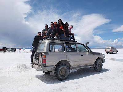 ウユニ塩湖のバン