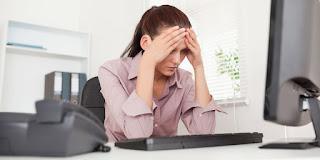 orang menghabiskan lebih banyak waktu duduk di rumah dan di tempat kerja 8 Bahaya Kesehatan Akibat Kebiasaan Duduk Terlalu Lama