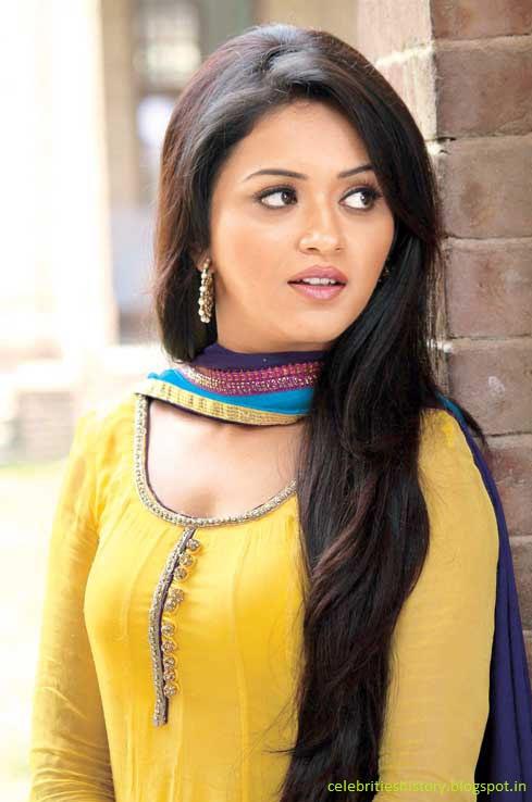 Celebrities History Only For Heroine Ragini Nandwani History