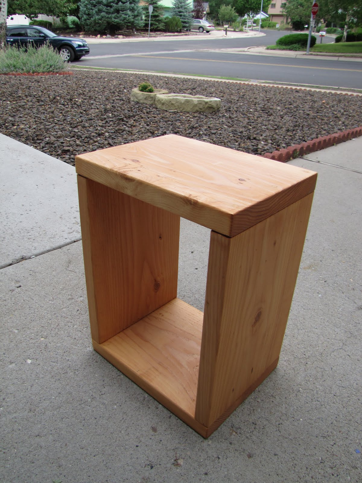 Little Bits of This: DIY - end tables