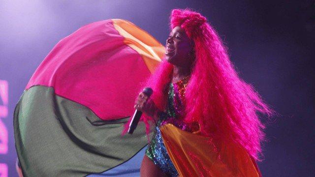 Karol Conka discursa contra 'cura gay' durante show no Rock in Rio