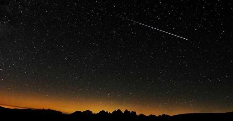 Kayan yıldız diye bir şey yoktur, çünkü yıldızlar çok nadiren hareket etmektedir.