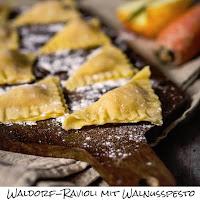 http://inaisst.blogspot.de/2016/01/waldorf-ravioli-mit-walnusspesto.html