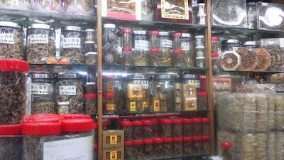 Toko obat Cina di Bugis Street