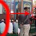 Duh, beredar video pria berdiri kaku satu jam saat shalat jamaah, sadar usai imam bacakan ayat rukyah