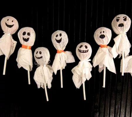 Идеи домашнего декора для Хэллоуина, Бутылки-привидения, Ветви с летучими мышами, Воздушные шарики с пауками, Горшок-мумия, Дом ужасов, Жуткие тени, Конфетки-привидения, Конфетницы-монстры, Панно, Магическое вино, Паук на столике, Посуда с наклейками, Светильник-жестянка, Рисунки на горшках, Светильники-монстры, Устрашающий букет, Фетровый декор, декор для дома на Хэллоуин, как оформить дом на Хэллоуин, какой декор можно сделать на хэллоуин своими руками, украшение дома на хэллоуин, украшение предметов на хэллоуин, идеи простого декора на хэллоуин, как сделать подсвечники на хэллоуин, как сделать паука на хэллоуин, как оформить сад на хеллоуин, идеи на хэллоуин,конфеты на Хэллоуин