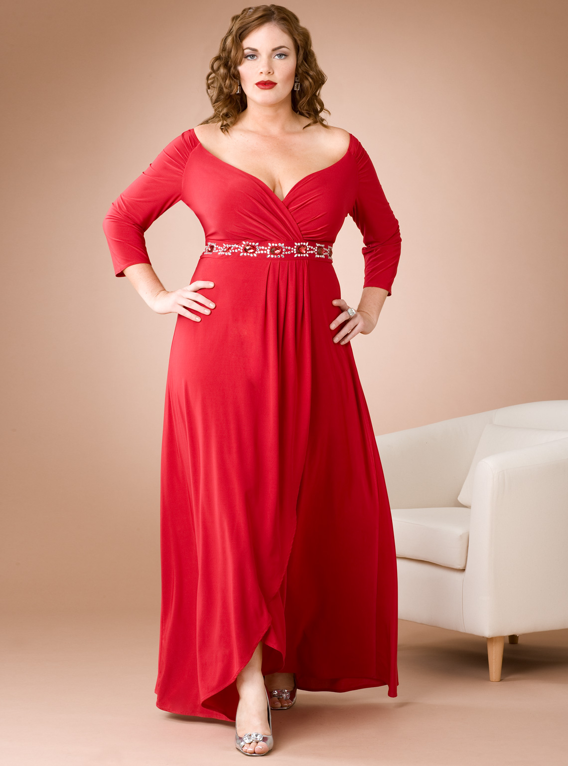 For pear-shaped ladies with larger hips and thighs, you can create a balanced look with a boat neckline; wrap style plus size maxi dresses will accentuate your natural waistline to flatter your figure.