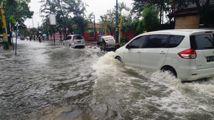 Eksklusif: Foto dan Video Detik-Detik Banjir di Medan, Binjai dan Sekitarnya
