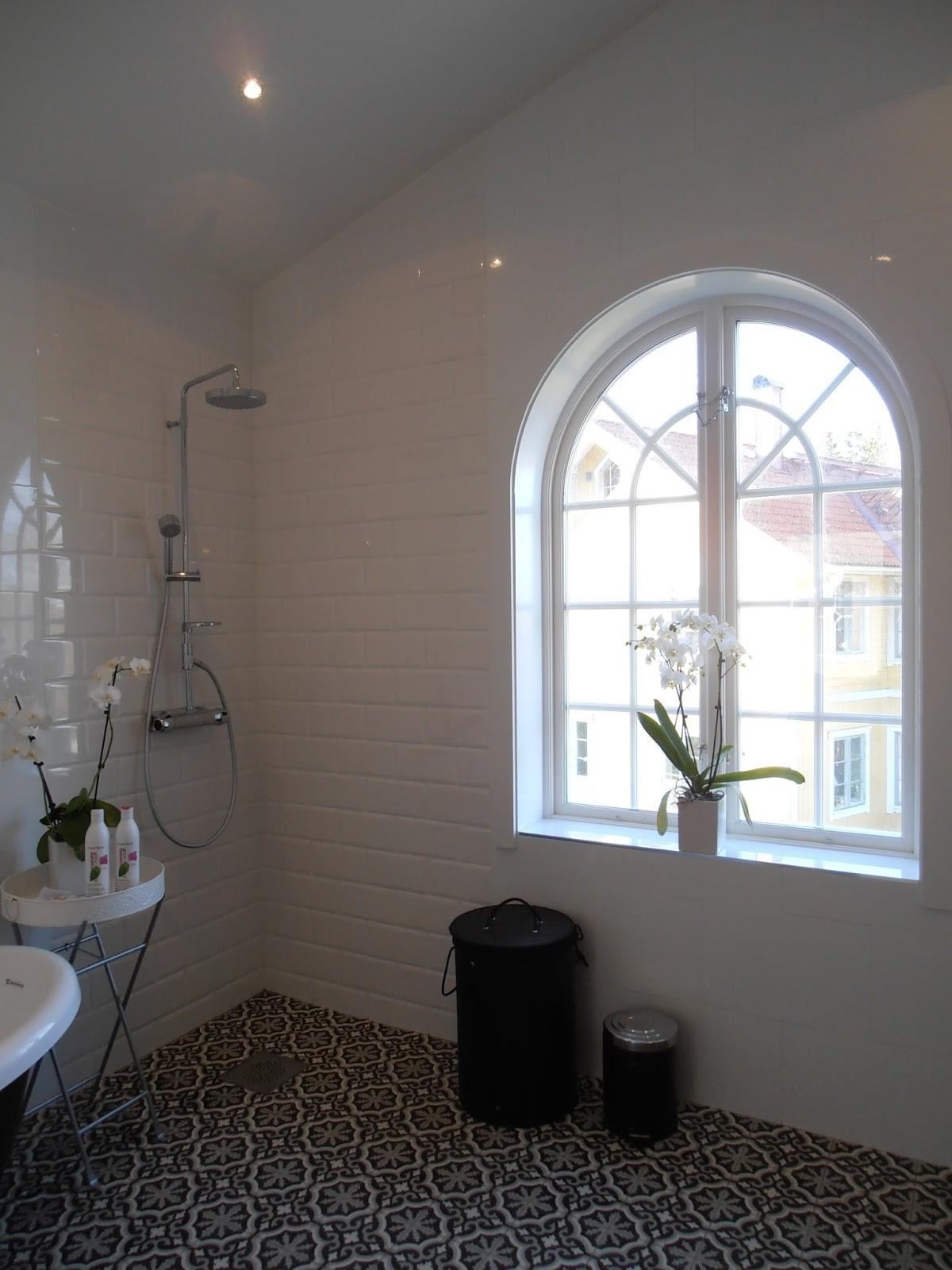 Skärgårdsvillan: nu trivs vi i badrummet.