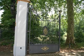 Initialen am Schlosstor