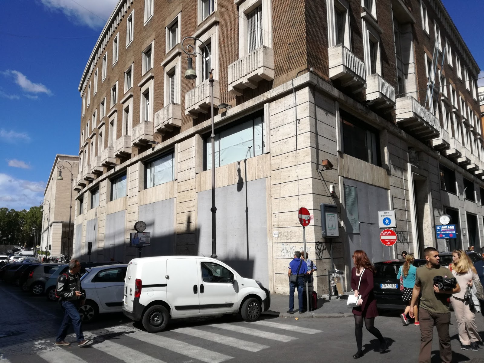 Roma shop more chiude adidas a via del corso e apre - Foot locker porta di roma ...