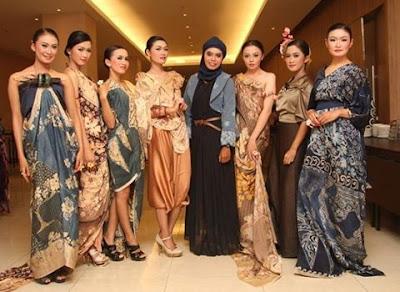 Busana Batik Wanita