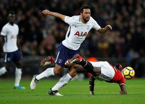 Khả năng tranh chấp và phân phối bóng xuất sắc của Dembele (trái) giúp tuyến giữa Tottenham trở nên rất nguy hiểm