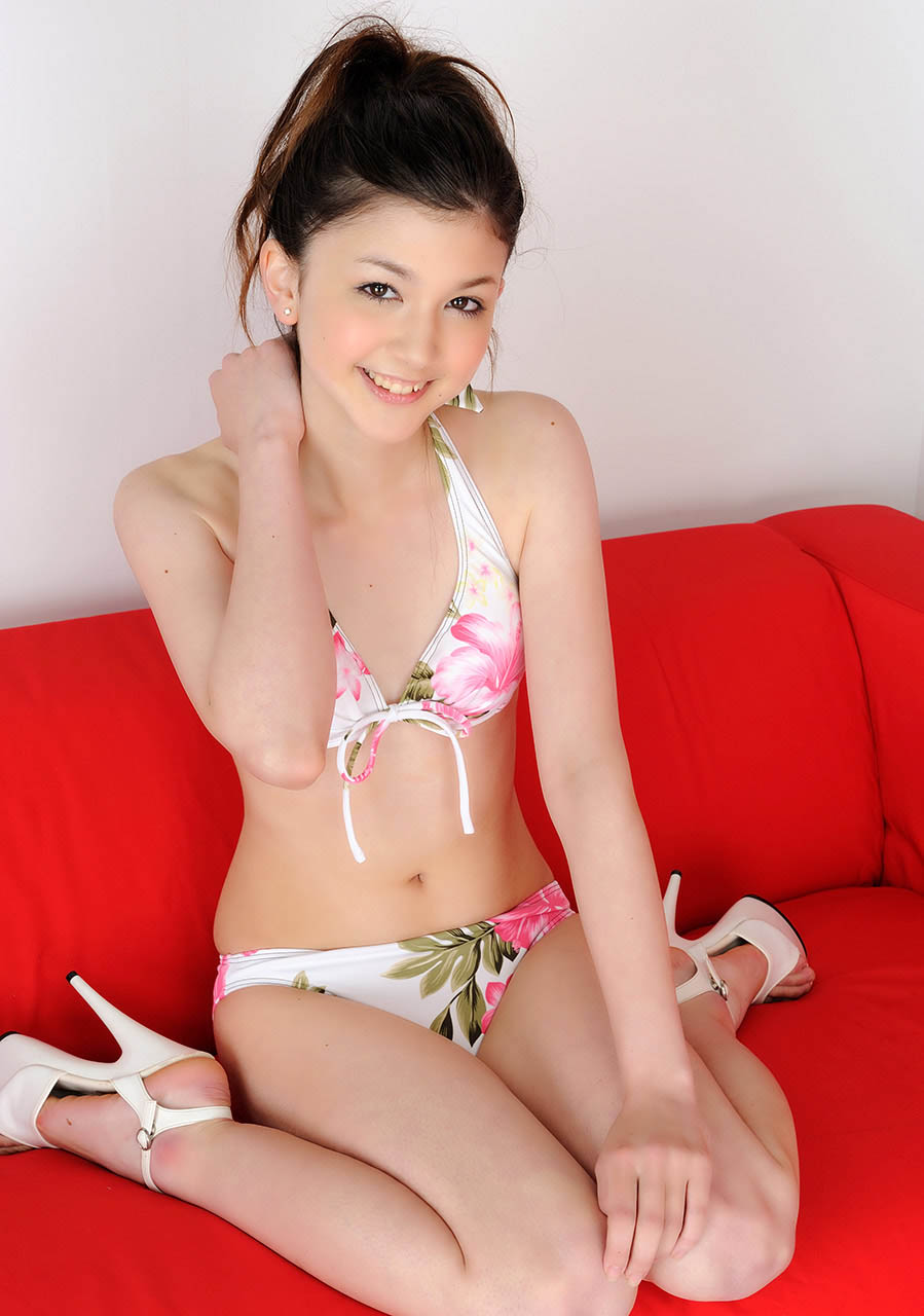 amy kubo cute and sexy bikini pics 04