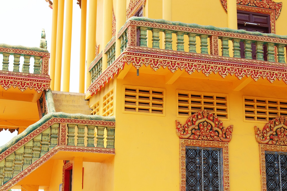 Colourful buildings, Phnom Penh, Cambodia - travel blog