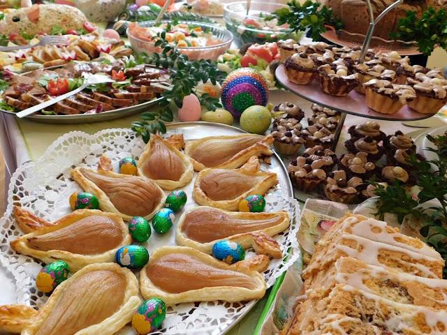 potrawy mięsne i desery świąteczne, jedzenie wielkanocne