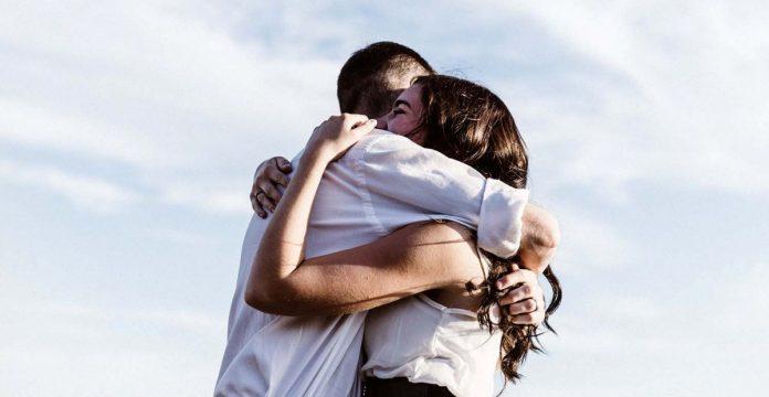 Αγκαλιάζοντας online dating