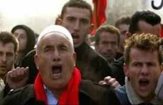 Αλβανός βρίζει χυδαία τη χώρα μας και υπάλληλο ΚΕΠ που του είπε ότι κόλλησε το μηχάνημα για το κοινωνικό εισόδημα - Δείτε τι είπε