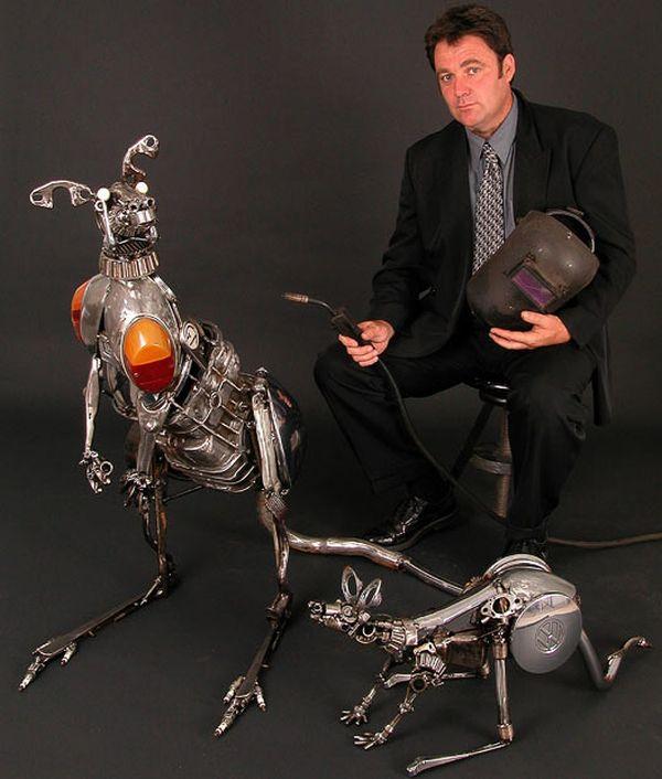 escultura de un canguro de metal