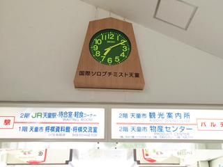 将棋の駒を模した壁時計