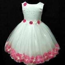 vestido branco com flores rosas