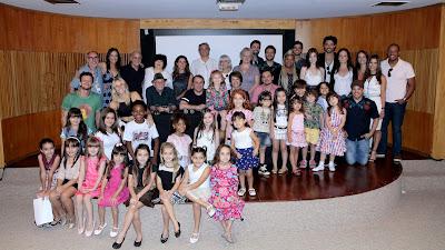 Na foto: direção do SBT com o elenco de Carinha de Anjo – Crédito da foto: Lourival Ribeiro/SBT