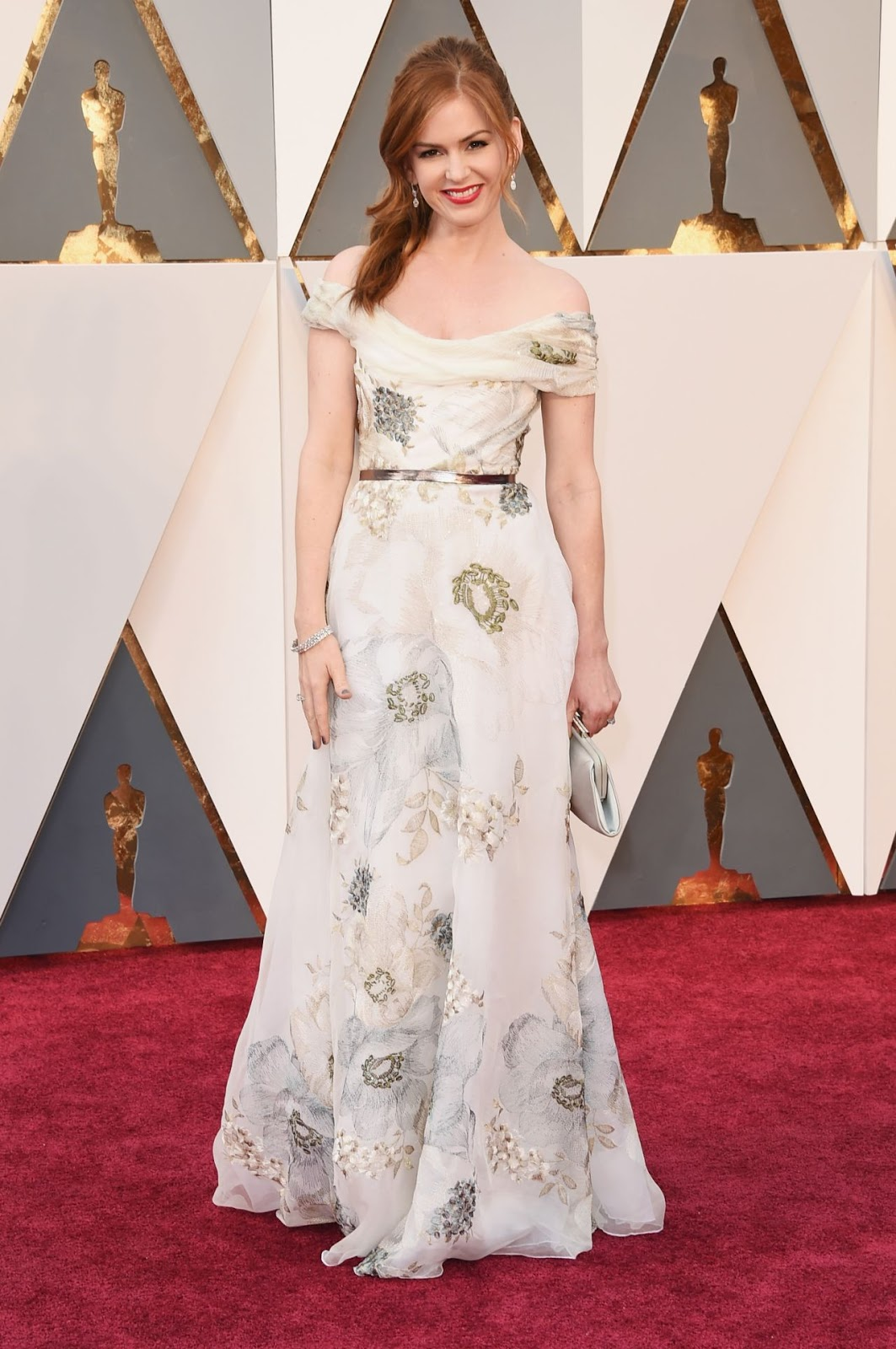 Isla Fisher in an off-shoulder gown at the 2016 Oscars
