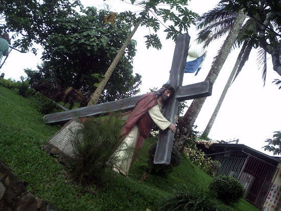 Image of Jesus Christ carrying the Cross in Kamay ni Hesus Christ