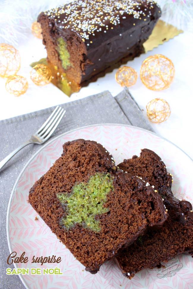 cake avec un sapin à l'intérieur