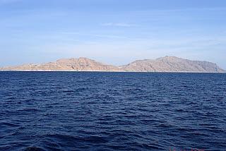 جزيرة تيران وجزيرة صنافير وتاريخ نزاع مصر والسعودية عليهما واحتلال اسرائيل لهما