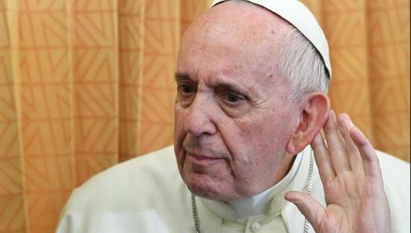 Papa Francisco pide no abandonar a los transexuales
