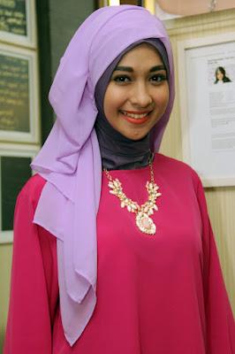 artis cantik dan maniss Poppy bunga pakai hijab