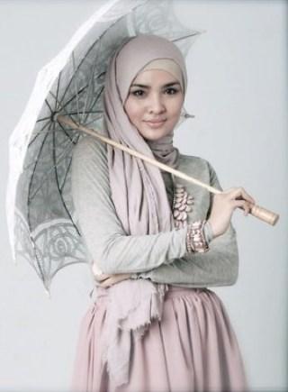 busana muslim trendy yang sedang banyak digemari