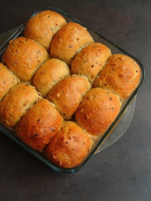 Mixed Seeds Spelt Flour Dinner Rolls