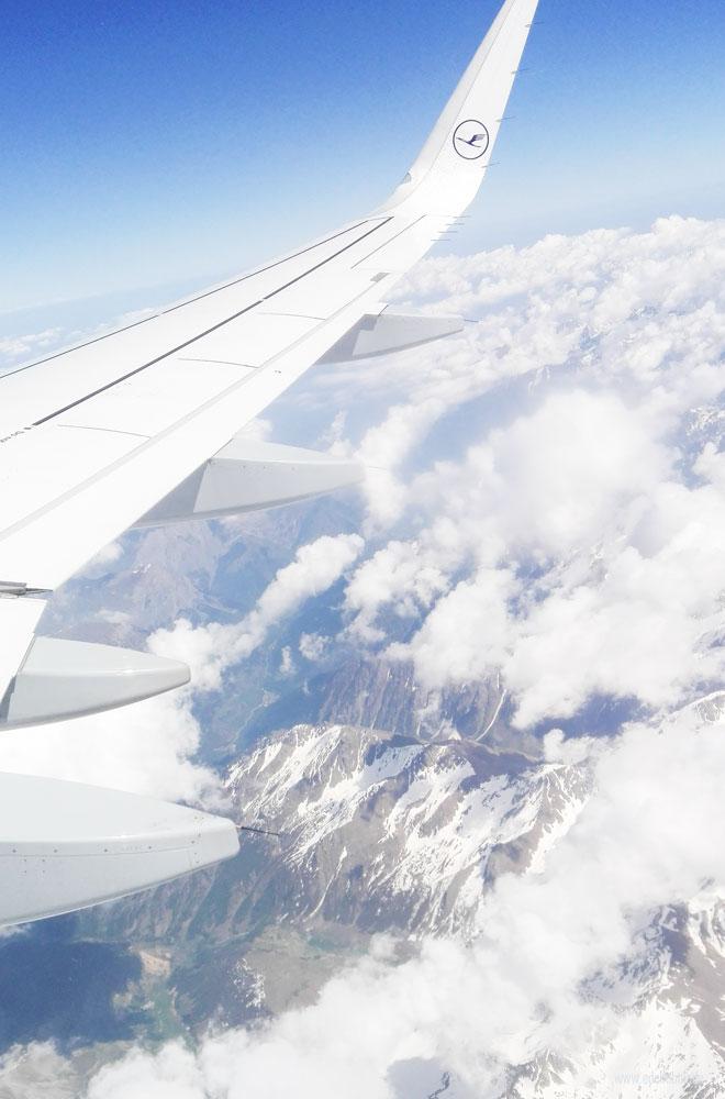 Über den Alpen im Flugzeug