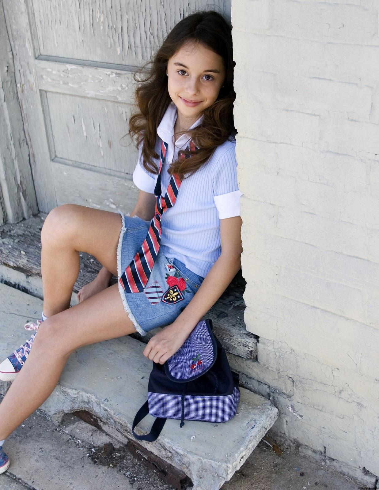 Teens In Short Skirt 16