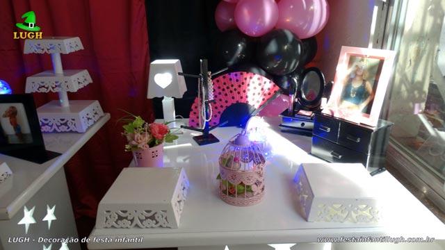 Decoração festa Paris para aniversário feminino em mesa provençal