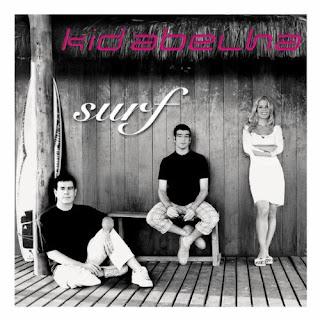 """Capa do disco """"Surf"""", lançado em 2001 pelo grupo Kid Abelha"""