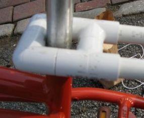 pemegang di bagian depan keranjang (dibuat dari 2 elbow dan 2 Tee)