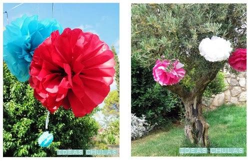 Pompones de seda decorando árboles y guirnaldas