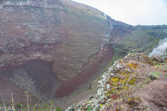 Vista del crater del monte Vesubio en Napoles