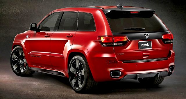 jeep brand introduces new 2017 grand cherokee trailhawk and summit models at the new york. Black Bedroom Furniture Sets. Home Design Ideas