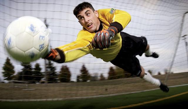 المهارات اللازمة للعمل بشكل فعال على الكرة في رياضة كرة القدم