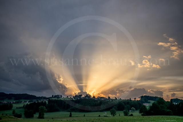 Abendstimmung nach Gewitter: Die Landschaft ist nicht spektakulär, aber der Himmel sorgt für ein spannendes Bild :-)