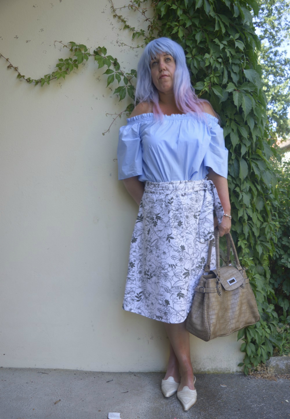 Well wrapped and floral prints -  Summer Outfit with wrapped skirt, sky blue off-shoulder blouse and beige and white Leather mules,  posted by Annie K, Fashion and Lifestyle Blogger, Founder, CEO and writer of ANNIES BEAUTY HOUSE - a german fashion and beauty blog