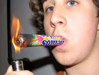 Mentos rolle anzünden und rauchen